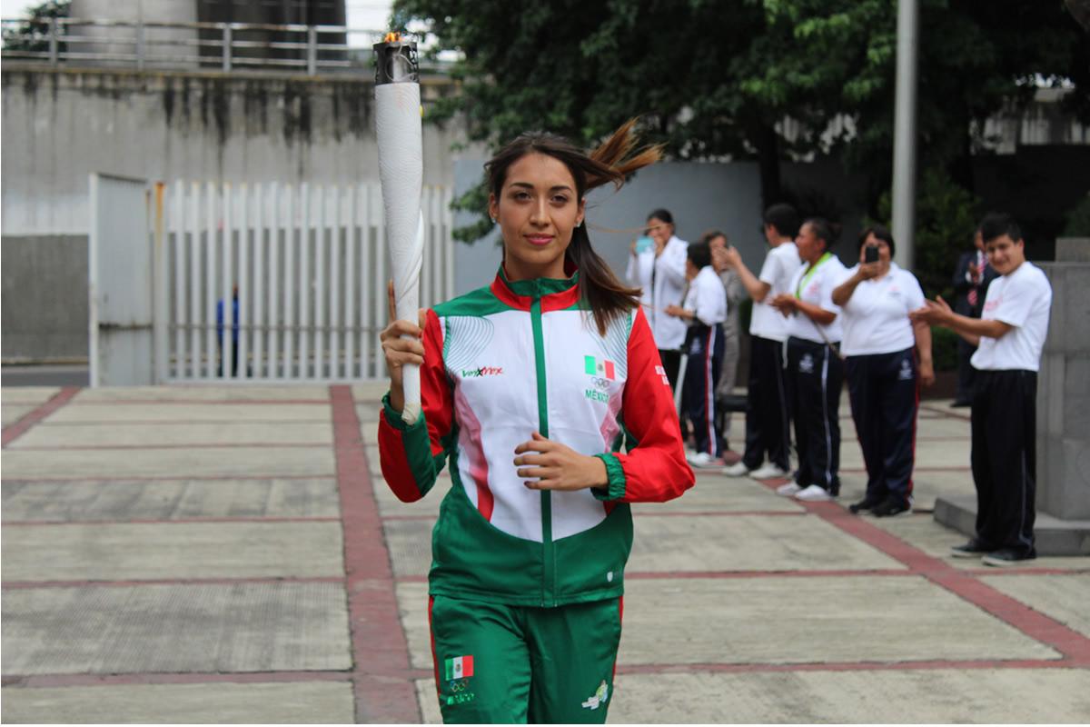 Pentatleta Mariana Arceo prendió pebetero del CDOM con el Fuego Nuevo